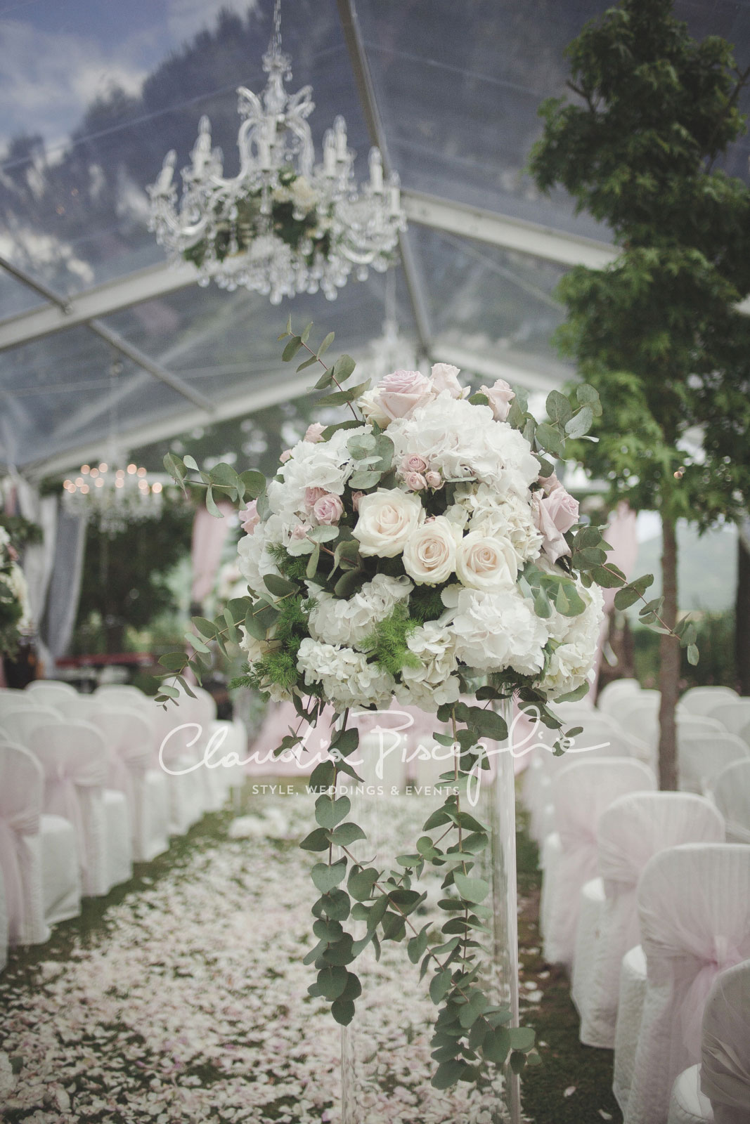 16-Hanging-Bouquet-roses-flowers-wedding