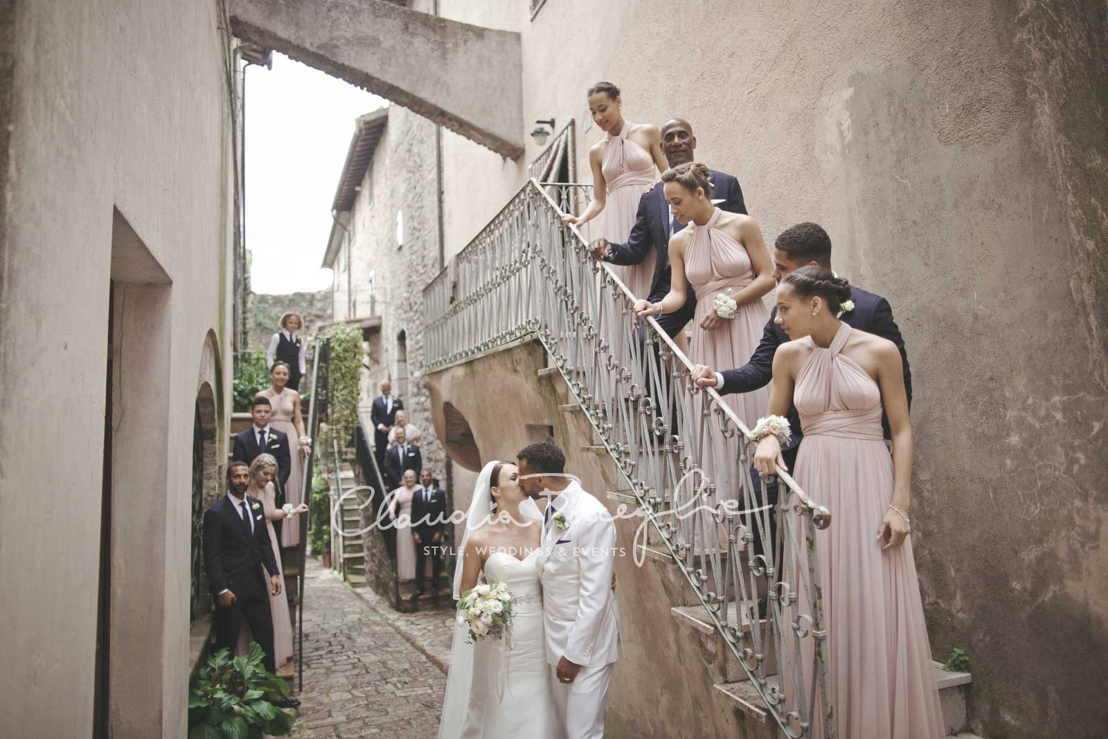 20-Kiss-the-Bride-stairs-parents-guests-witness-memorablemoments