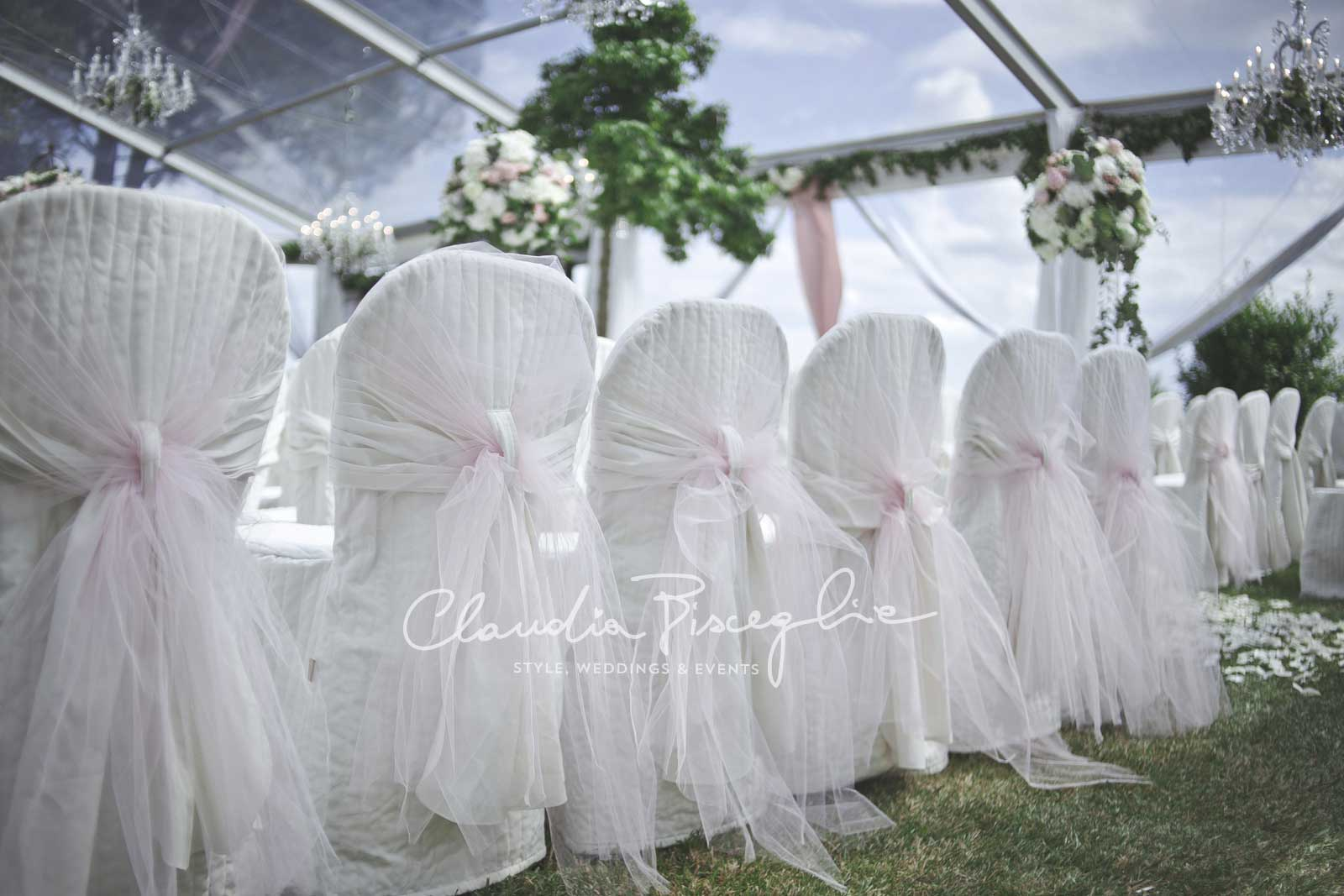 22A-Setting-veil-flowers-decoration-styledbyClaudiaBisceglie