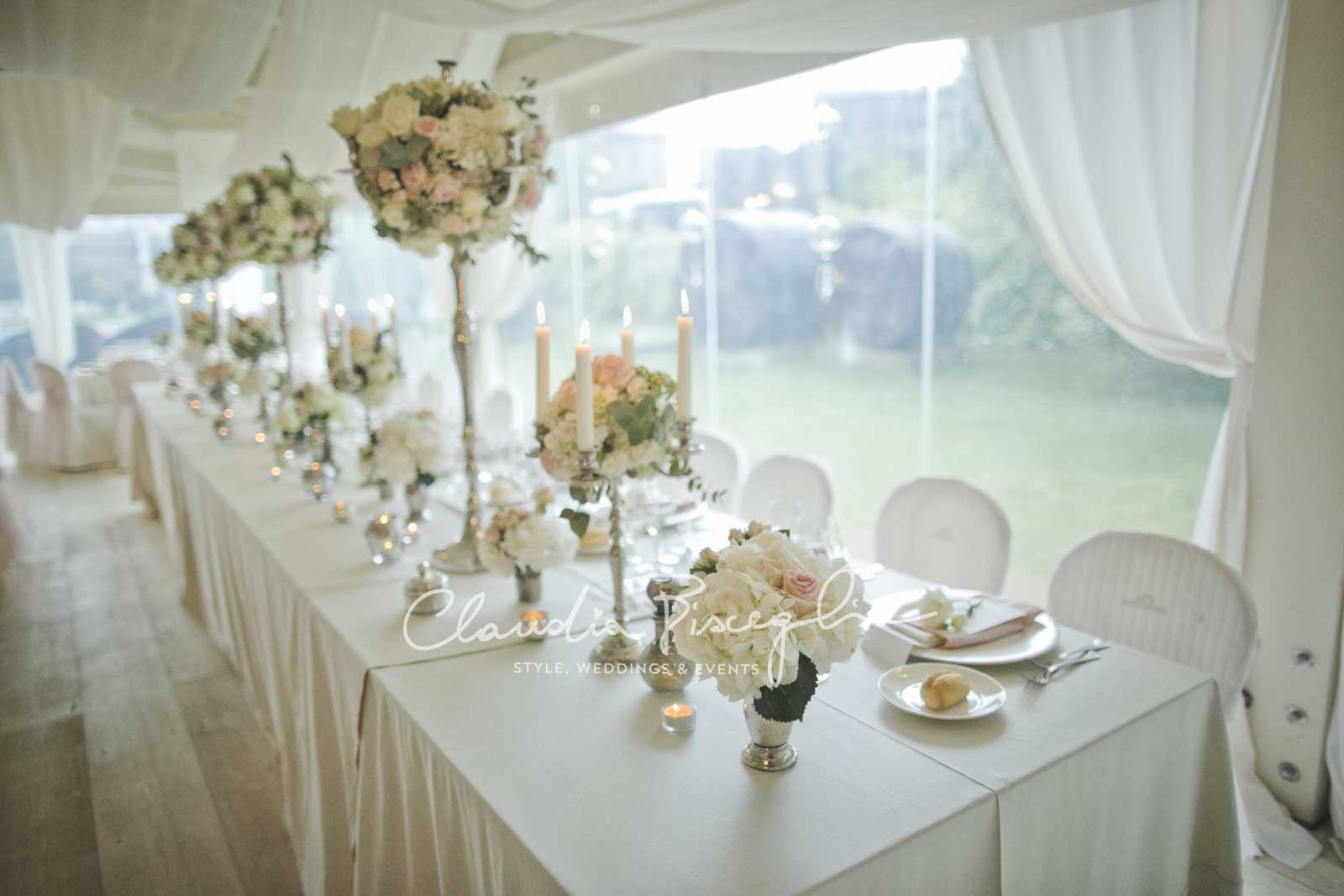 25-Bridaltable-whitedetails-flowers-luxurywedding