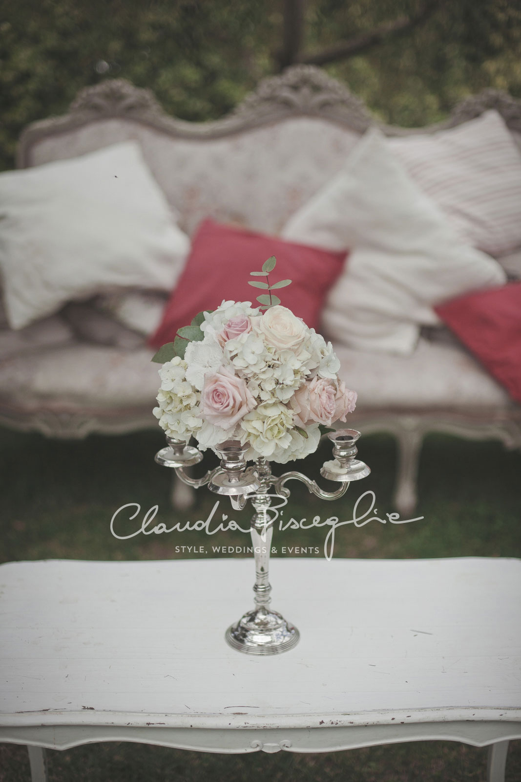 34-Flowers-setting-ClaudiaBisceglieweddingplanner