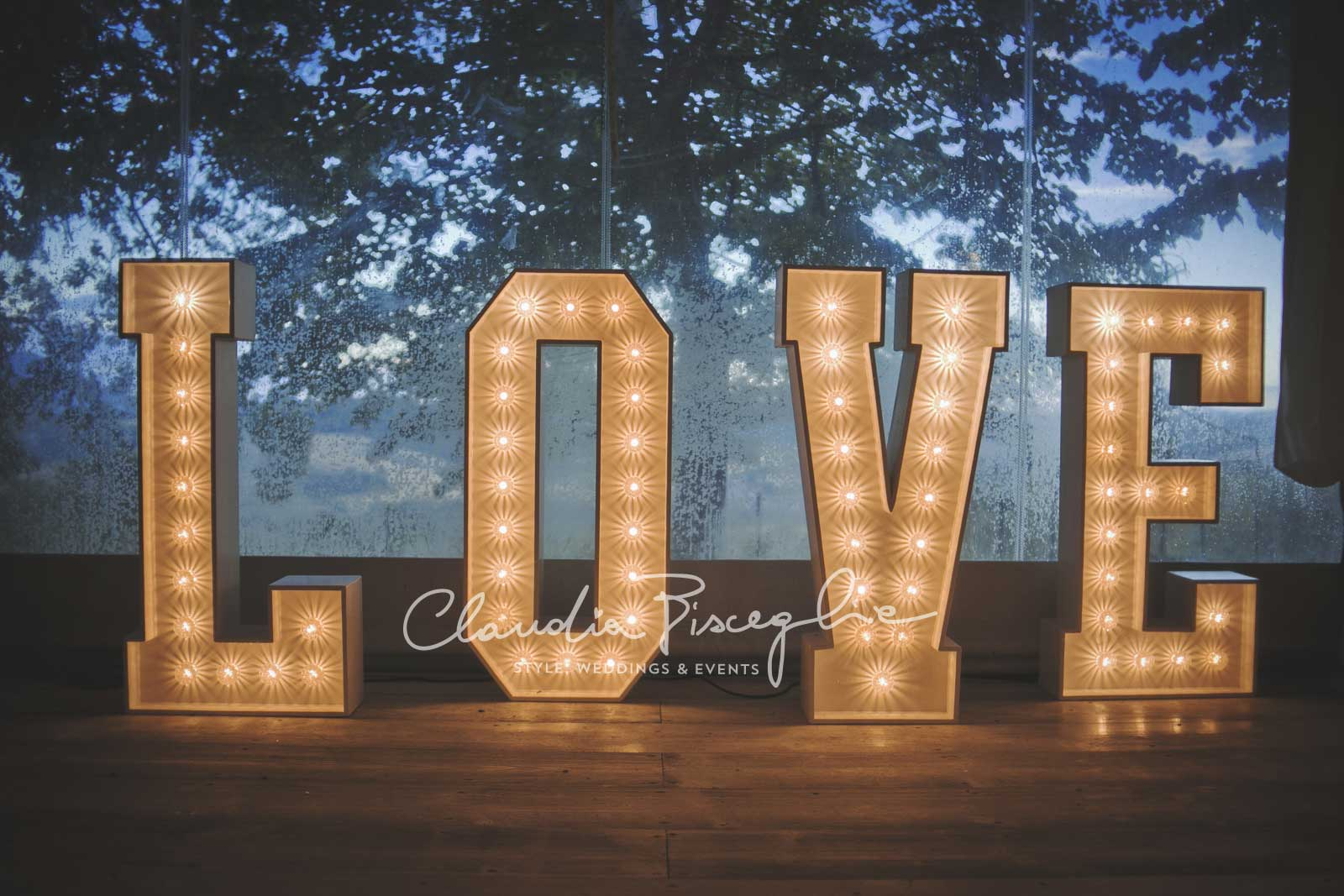 43-Love-is-in-the-air-lights-decoration