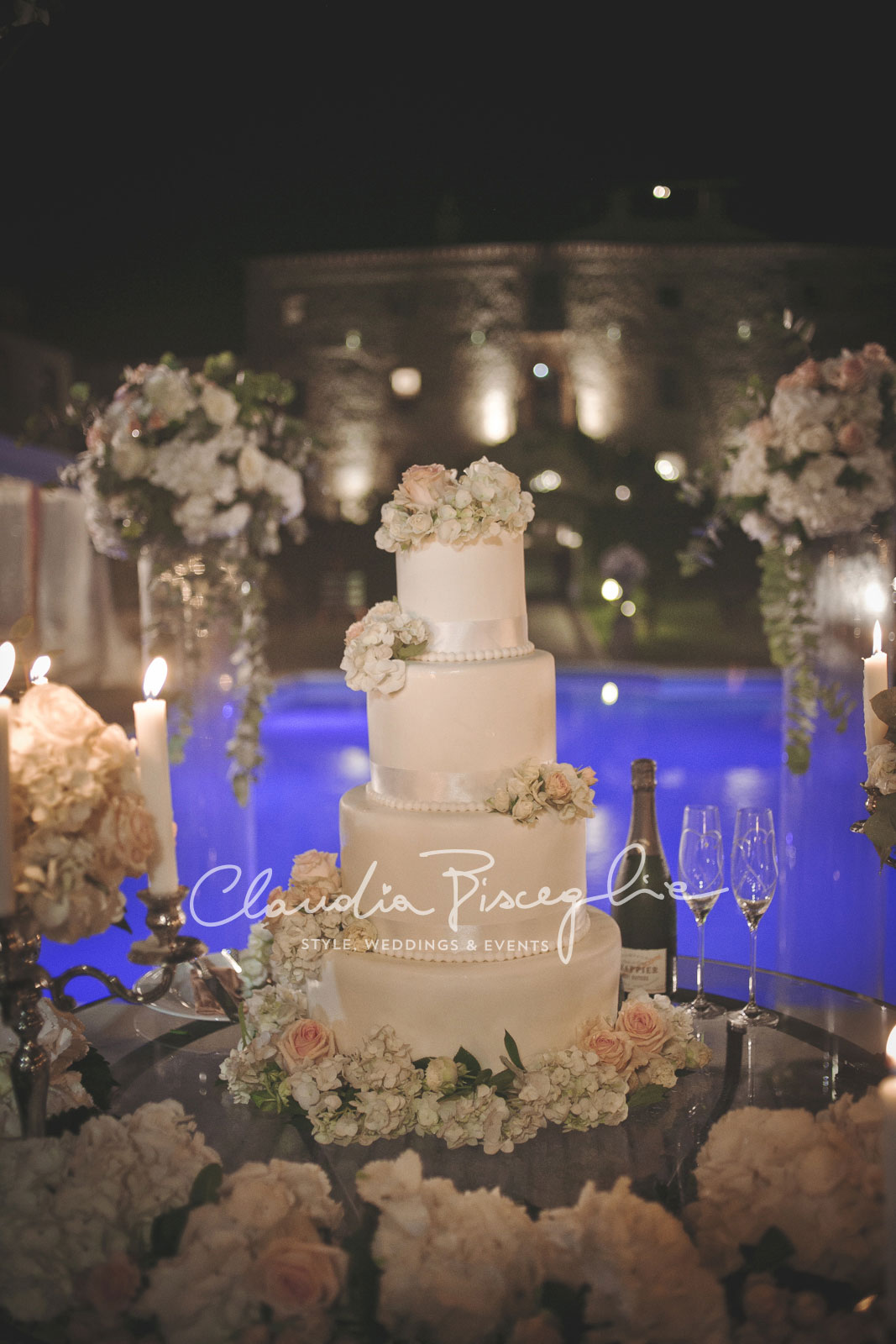 49-Wedding-cake-white-romantic-setting