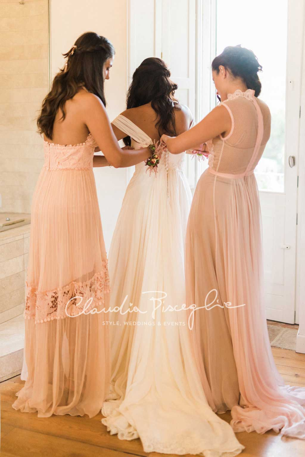-Bride-gettingprepared-dress-bridemaid-ClaudiaBisceglieweddingpanner