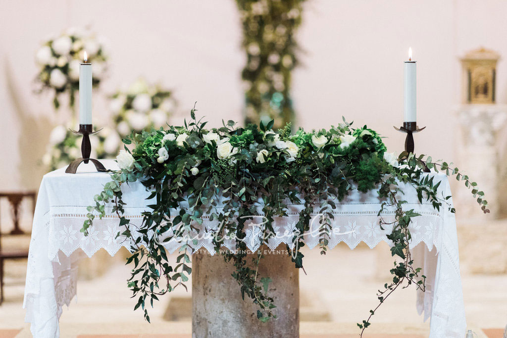 -Altar-decoration-flowers-ceremony-wedding