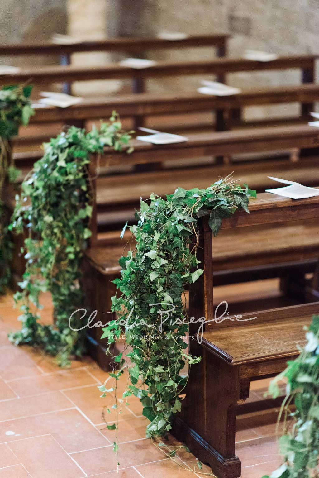 -Bench-decoration-church-weddingplannerClaudiaBisceglie